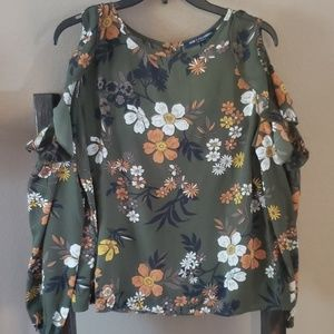 One ❤ Clothing Cold Shoulder Top size Large
